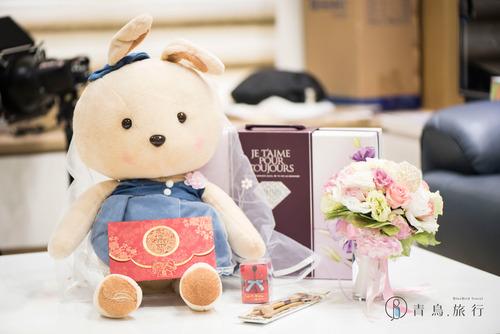 青鳥旅行結婚新人娃娃與捧花