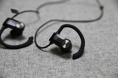 兆佑愛用!穩固不掉藍牙不斷線 - TaoTronics TT-BH024耳掛藍牙耳機